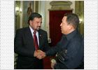 El gobernador de Nuevo México se reúne con Chávez para tratar el tema de los rehenes de las FARC