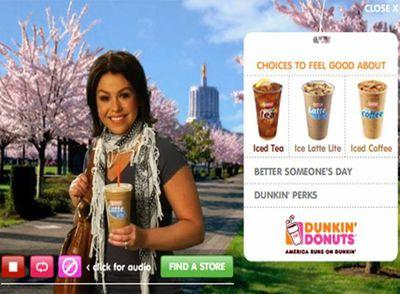 Rachael Ray, celebridad de la televisión estadounidense, presenta el café helado para la cadena Dunkin' Donuts.