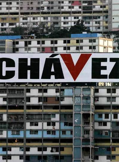 Cartel de apoyo a Hugo Chávez en el barrio 23 de enero de Caracas, en una imagen de 2006.