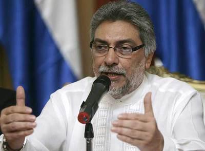 El presidente de Paraguay, Fernando Lugo, ofrece disculpas por el escándalo de paternidad que le acosa