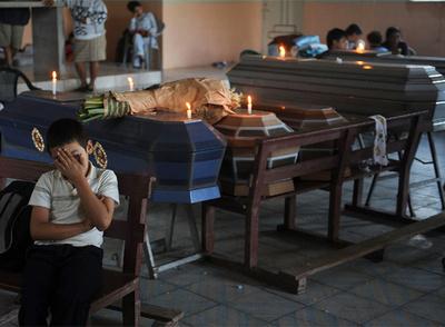 Aspecto de la misa celebrada ayer en San Isidro, a unos 70 kilómetros de San Salvador, por las víctimas del huracán Ida.
