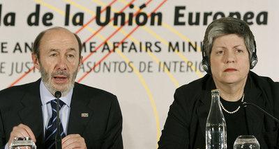 El ministro del Interior, Alfredo Pérez Rubalcaba, y la secretaria de Seguridad Nacional de los Estados Unidos, Janet Napolitano