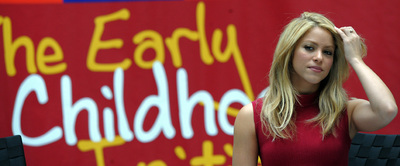 La cantante colombiana Shakira, en la sede del Banco Mundial, promueve la campaña de la Fundación ALAS de ayuda al desarrollo infantil en Latinoamérica.