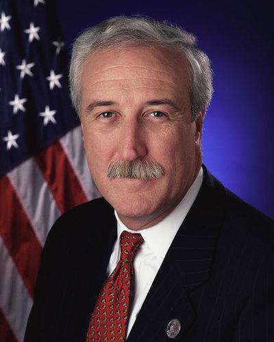 El ex director de la NASA viajaba en la avioneta siniestrada en Alaska