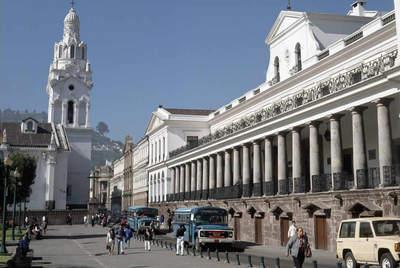 La catedral y el Palacio del Gobierno en Independence Square, en Quito (Ecuador)