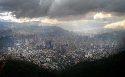 Vista parcial de Caracas (Venezuela) desde el teleférico del Parque Nacional de El Álvila.
