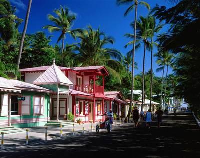 Calle comercial en La Altagracia, en Punta Cana, República Dominicana.