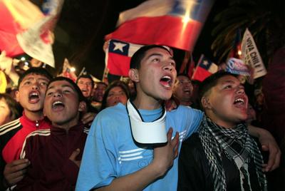 FOTOGALERIA: Cantando el himno nacional