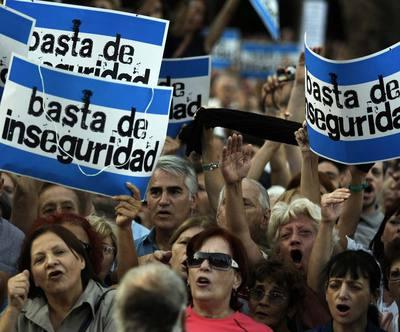 Miles de personas se manifiestan en Buenos Aires (Argentina) contra la inseguridad en mayo de 2009.