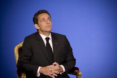 El presidente de Francia, Nicolas Sarkozy, escucha en un acto celebrado en el Elíseo el 4 de mayo de 2009.