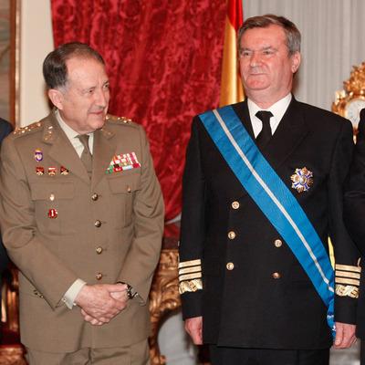 El entonces jefe del Estado Mayor de la Defensa (JEMAD), general Félix Sanz Roldán, y el almirante general Francisco Torrente Sánchez, en un acto en febrero de 2008.