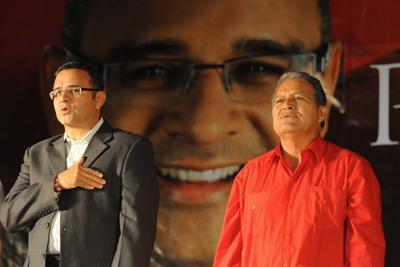 Mauricio Funes y Sanchez Ceren, del Frente Farabundo Martí para la Liberación Nacional, durante un acto electoral de las presidenciales de Marzo de 2009.