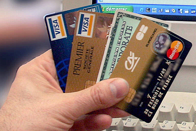 Las compañías de tarjetas de crédito Visa y Mastercard, que congelaron los pagos a la web de Wikileaks, han sido el objetivo de un ataque lanzado por piratas informáticos que protestan contra la marginación financiera de la organización de Assange.