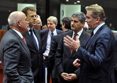 De izquierda a derecha, los ministros de asuntos exterior des Hungría, Eslovenia, Austria y Lituania, durante una reunión antes del Consejo de Asuntos Exteriores.
