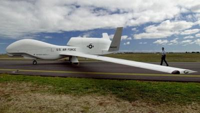 Avión espía no tripulado Global Hawk de las Fuerzas Aéreas de EE UU en la base aérea de Edinburgh (Australia) en una foto de archivo.