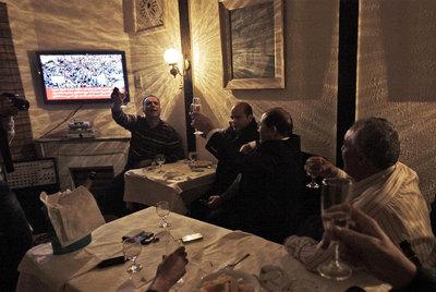 FOTOGALERIA: Brindis contra Gadafi