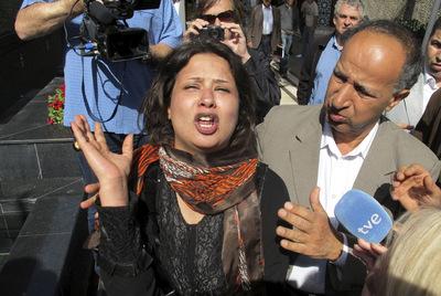 Una mujer ha denunciado ante la prensa internacional abusos sexuales de las tropas de Gadafi.