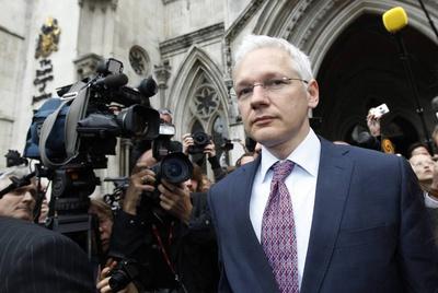 El fundador de WikiLeaks, Julian Assange, abandona el Tribunal Superior de Londres