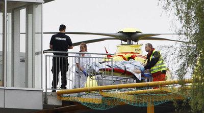 Uno de los heridos en el campamento llega en helicóptero al hospital de Oslo