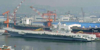 El primer portaaviones de China, en el puerto de Dalian, al noreste del país