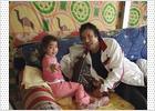 El 'abuelo Gadafi', jugando con sus nietos en un vídeo