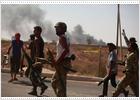 Miles de libios huyen de Sirte ante el asalto general de los rebeldes a los enclaves gadafistas