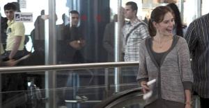Amanda Knox sonríe en el aeropuerto Leonardo Da Vinci, mientras se dispone a regresar a su ciudad natal, Seattle.