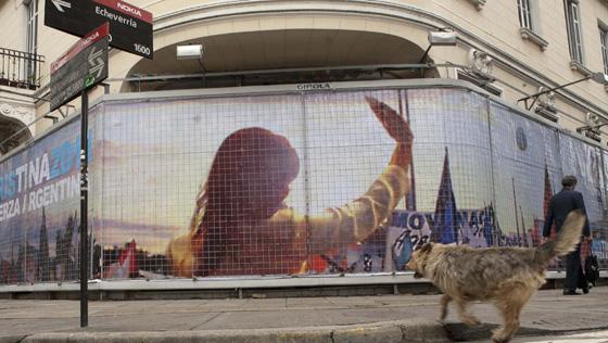 Un cartel electoral con la imagen de la presidenta argentina Cristina Fernández.