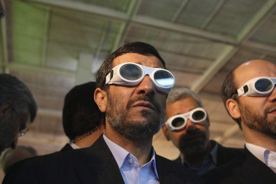Mahmud Ahmadineyad durante una visita a una exposición de tecnología en Teherán.rn