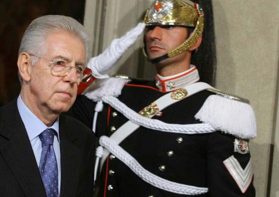 Mario Monti, encargado de formar Gobierno en Italia, tras su reunión con el presidente de la República, Giorgio Napolitano