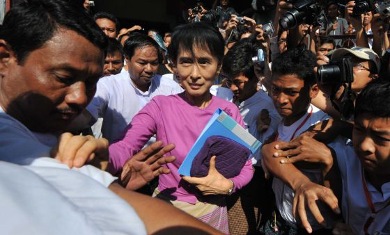 La líder birmana en un mitin de la LND.