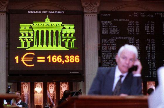 Primer día de cotización del euro en la Bolsa de Madrid.