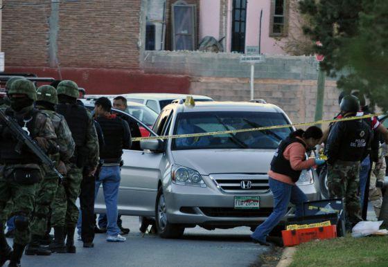 El vehículo del comandante de Policía de Saltillo (norte de México), asesinado el domingo junto a su hijo de 11 años.