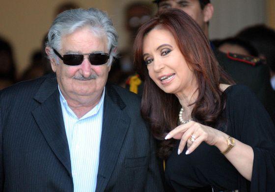 El presidente uruguayo, José Mujica, y su homóloga argentina, Cristina Fernández.