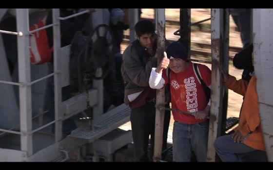 ¿Por qué los inmigrantes suben a La Bestia y se juegan la vida?