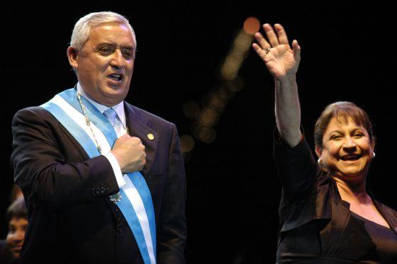 El nuevo presidente de Guatemala, Otto Pérez Molina y su esposa Rosa Leal durante el acto de toma de posesión.