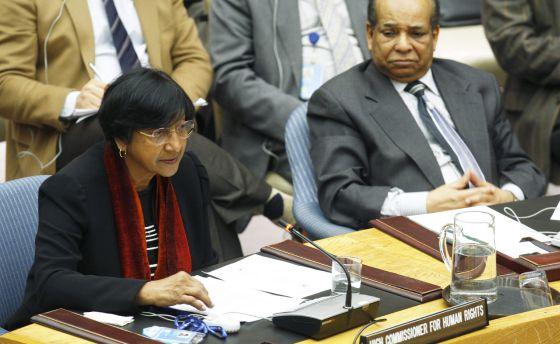 La Alta comisionada para los Derechos Humanos de la ONU, Navi Pillay, y el representante libio, Abdurrahman Mohamed Shalgham, el miércoles en Nueva York.