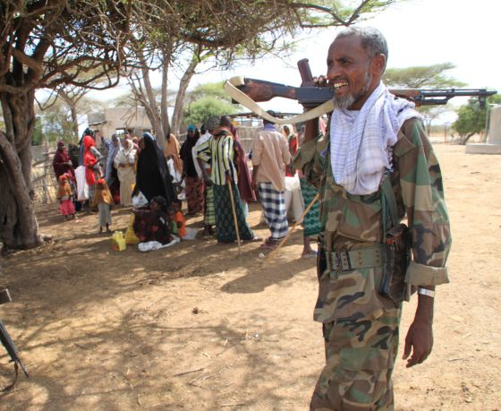 Un soldado somalí de la milicia progubernamental Ras Kamboni en la ciduad de Tabda.