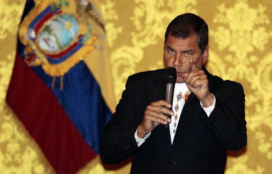 El presidente de Ecuador, Rafael Correa, al momento del anuncio del perdón a los acusados en el caso que por injurias ganó al diario 'El Universo'.