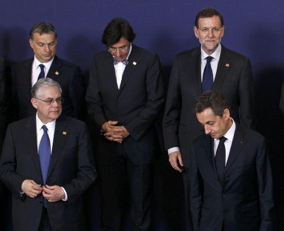 El primer ministro húngaro, Viktor Orbán; su homólogo belga, Elio Di Rupo; el presidente español, Mariano Rajoy, el primer ministro griego, Lucas Papadimos y el presidente francés, Nicolas Sarkozy, en Bruselas.