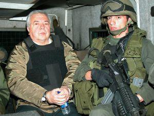 El narcotraficante Gilberto Rodríguez Orejuela, 'El Ajedrecista', en un furgón militar