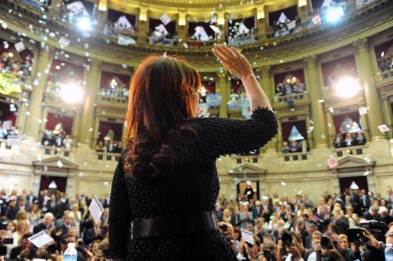 La presidenta Cristina Fernández al terminar su discurso del 1 de marzo en el Congreso argentino.