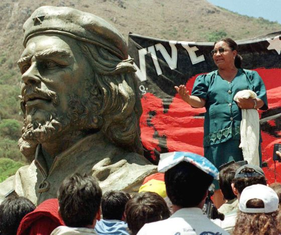 La líder minera boliviana Domitila Chungara, durante un acto de homenaje al Che en 1997.