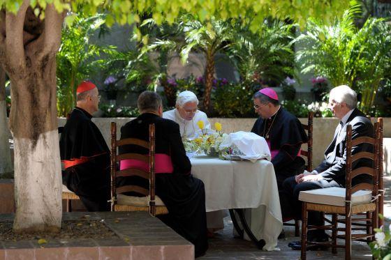 El Papa se reúne con arzobispos en el Colegio Miraflores en León.