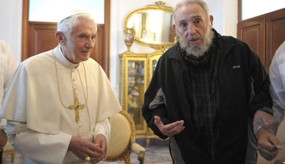 Benedicto XVI durante la reunión que ha mantenido con Fidel Castro.