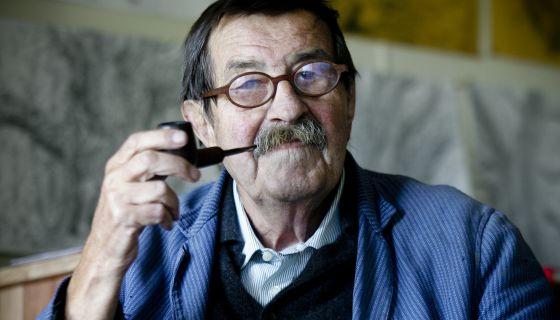 El escritor Günter Grass, en su casa de la isla danesa de Mon.