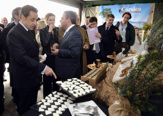 El presidente francés, Nicolas Sarkozy, en una fábrica de quesos y jalea en la isla de Córcega.