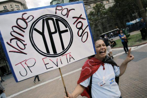 Una manifestante en la Plaza de Mayo en Buenos Aires.