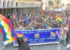 Miles de cocaleros irrumpen en Cochabamba en defensa de Morales