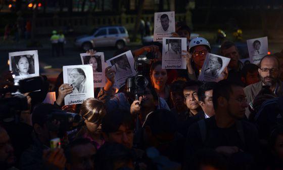 Concentración en México por periodistas asesinados en Veracruz el 5 mayo.